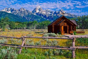 Jackson hole resort area wy travel guide top hotels for Jackson hole travel guide