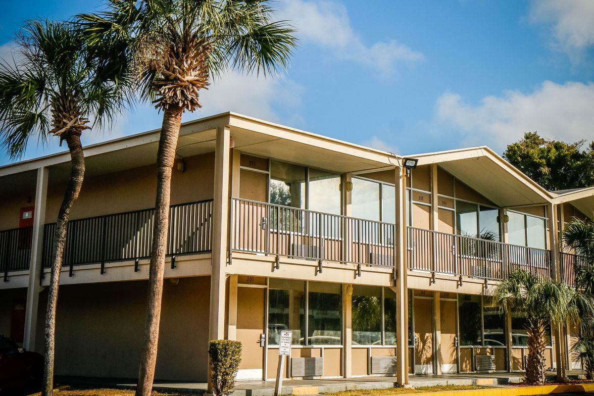 Homesuitehome Extended Stay Suites Orlando Fl Hotels Tourist Class Hotels In Orlando Gds Reservation Codes Travelage West
