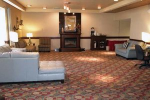 Grand Forks Inn & Suites