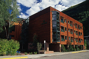 The Ice House Lodge & Condominiums